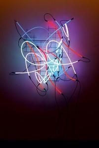 Keith Sonnier – Cannes #4, 2008, Glasröhren mit Argon- und Neongas, verzinktes Eisengitter, Transformatoren, 160 x 160 x 60 cm © Häusler Contemporary