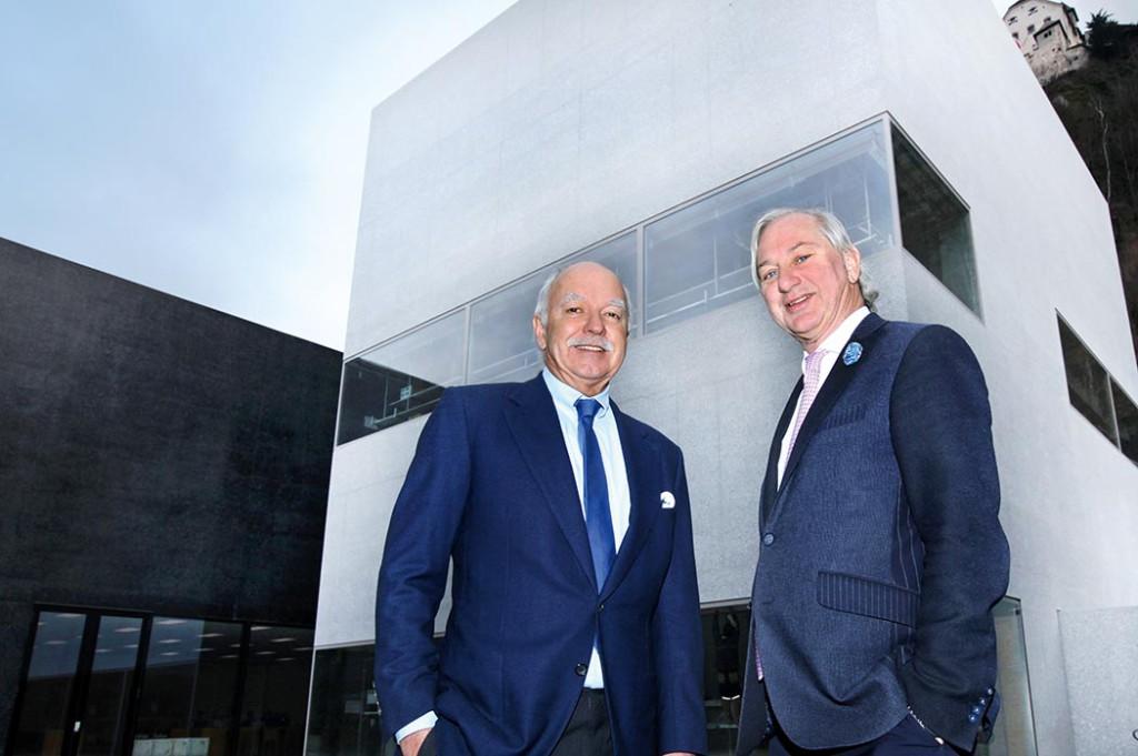 Michael Hilti und Norman J. Huber vor dem Weissen Würfel © Roland Korner