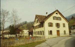 Zustand der Villa Bach 1995 vor Renovierung und Rückbau in den Originalzustand. © Stadtarchiv Dornbirn